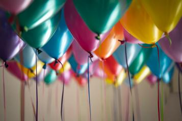 Different coloured baloons