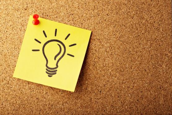 sticky note with light bulb